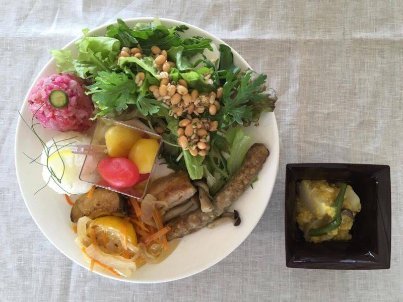 ヒナタノ食堂さいとうちゆきさんのお料理。ごはんは屋外で炊く予定。子どもたちとどんなコラボレーションが生まれるのか。楽しみです。